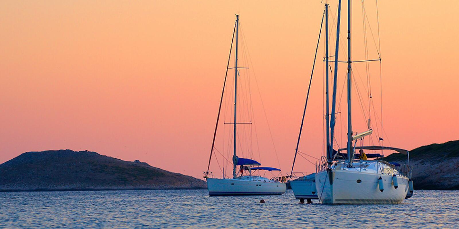 Offshore sailing holidays