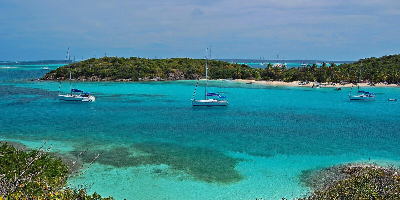 Rent a sailing boat with skipper in Guadeloupe