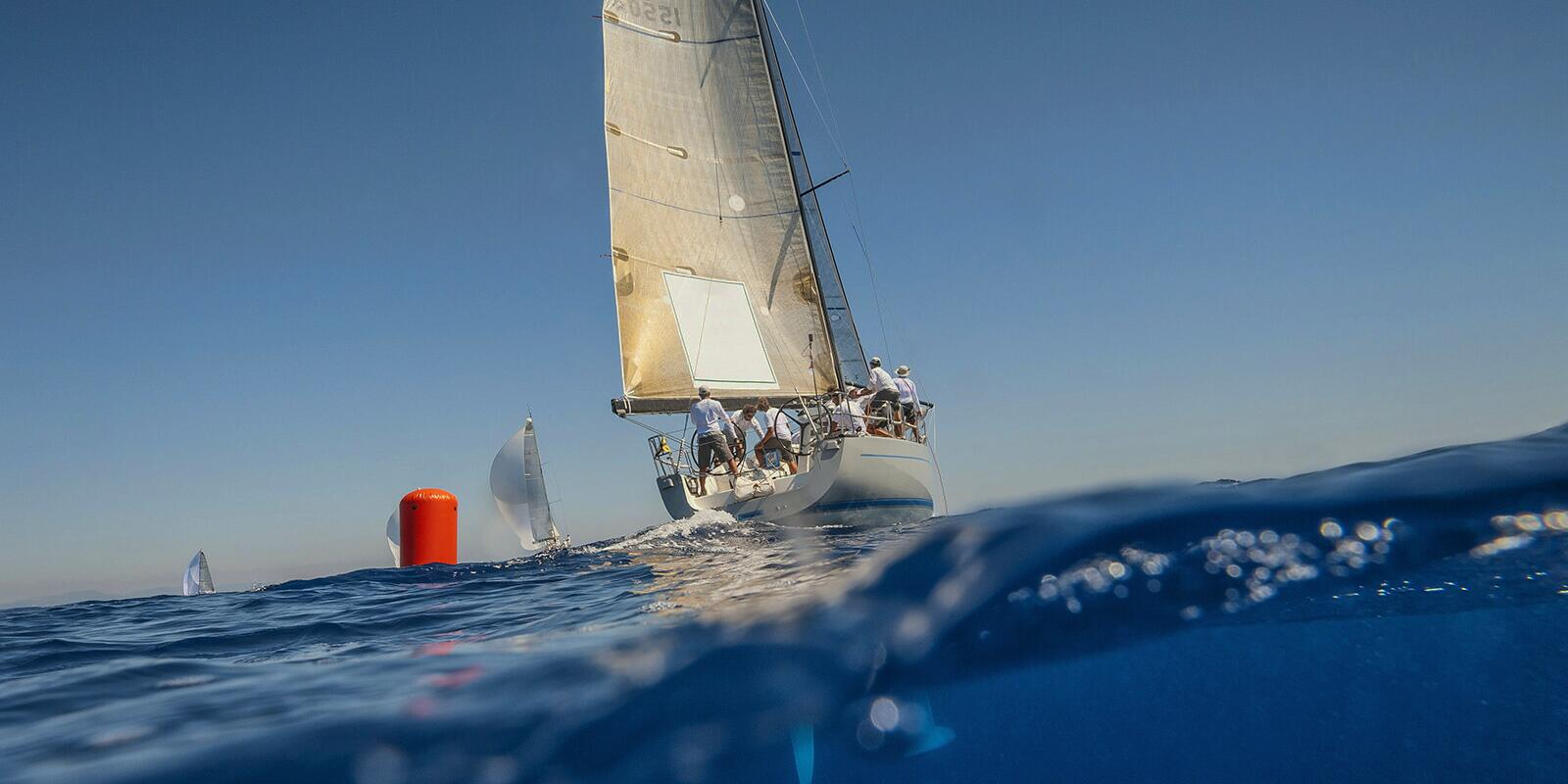Sailing courses & regatta with professional skipper